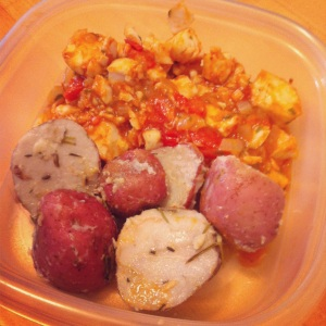 Pescado c:jitomate y cebolla